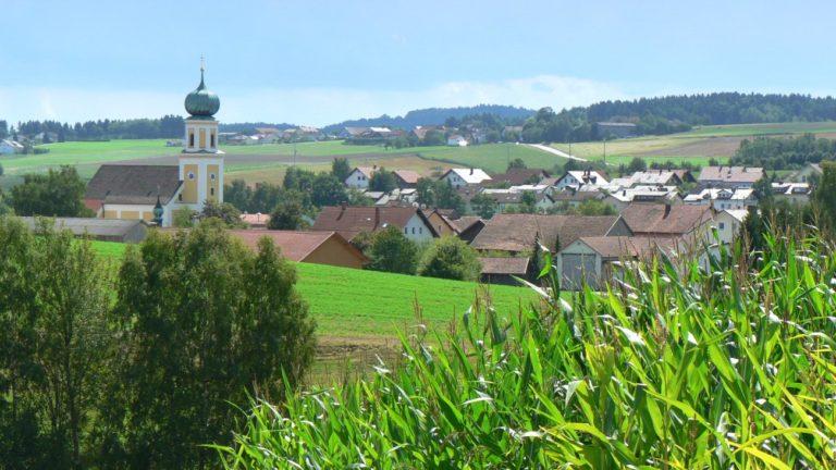 bauernhof-bayerischer-wald-wanderurlaub-michelsneukirchen-ortsansicht
