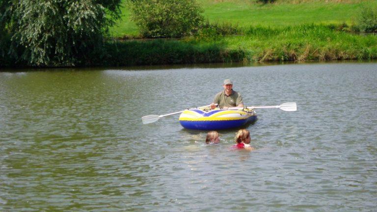 gschwandnerhof-erlebnisbauernhof-see-bootfahren-schwimmen